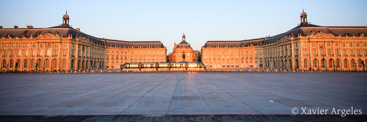 Place de la Bourse à Bordeaux en panoramique